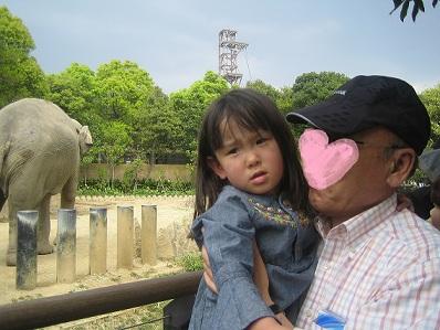 動物園でおじいちゃんと.jpg