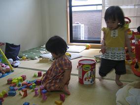 自由な1歳児たち.JPG
